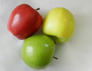 Red, green and yellow apples-benefits-apple-cider-vinegar