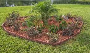 Mulch in garden design-benefit-of-mulching