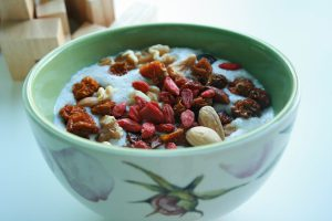 Goji-berries-almond-oatmeal-eating-healthy-on-a-low-budget