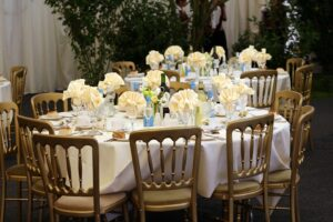 Tablescapes Ideas-banquet-table-setting